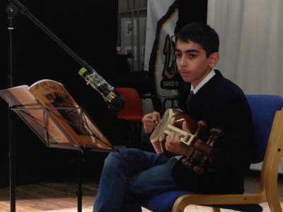 Hadaf Student playing Tar